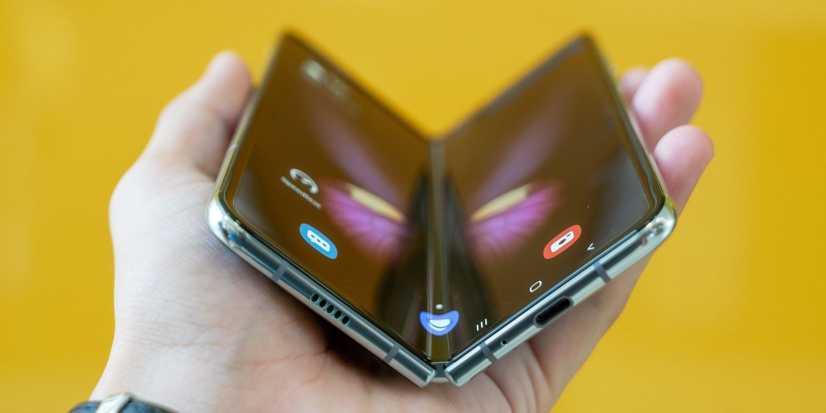 <p>Rumor: Samsung's Foldable Tablet Could Launch Next Year thumbnail
